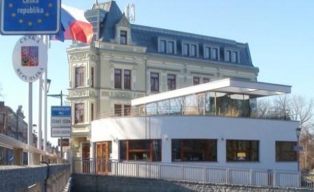 Kiedyś spotykali się tu artyści, handlarze bronią i prostytutki. Dziś w kawiarni Noiva nie ma nawet alkoholu | fot. www.noiva-tesin.cz