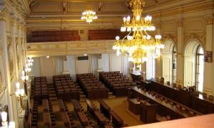 Zasedací_sál_Poslanecké_sněmovny