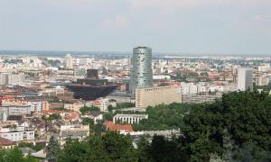 800px-Bratislava_Slovensky_rozhlas_a_národna_banka